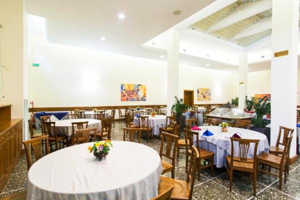 13501260-jpg-restaurant--v13501260-1024-dfa86688c-w1024-h682-q75