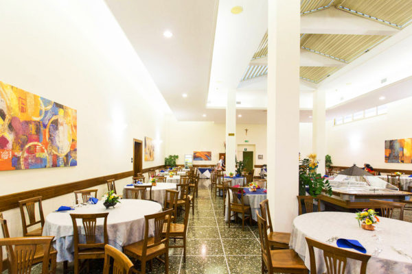 13501281-jpg-restaurant--v13501281-1024-d02c68a61-w1024-h682-q75