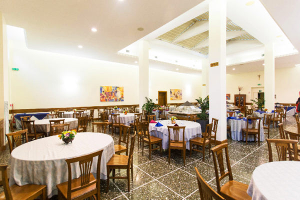 13501343-jpg-restaurant--v13501343-1024-db134b0db-w1024-h682-q75